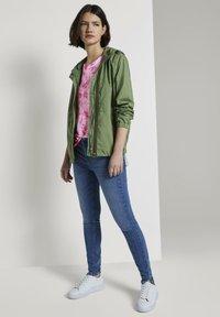 TOM TAILOR DENIM - T-SHIRT BATIK T-SHIRT - Print T-shirt - washed pink - 1