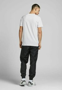 Jack & Jones - 3 PACK - T-shirt print - navy blazer - 4