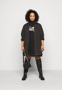Wrangler Plus - HIGH NECK DRESS - Korte jurk - faded black - 1
