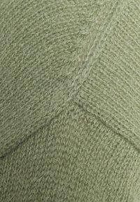 Marc O'Polo - LONGSLEEVE V NECK CROPP - Jersey de punto - dried sage - 2