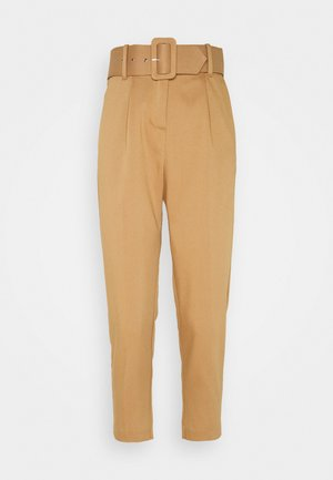 VMJULIE CARROT PLEAT ANKLE PANT - Trousers - tobacco brown