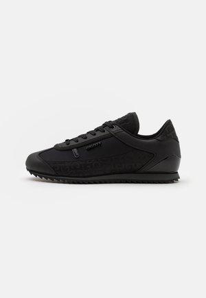 MONTANYA - Trainers - black