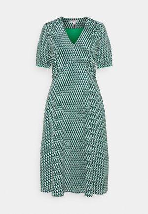 KNEE DRESS - Hverdagskjoler - primary green