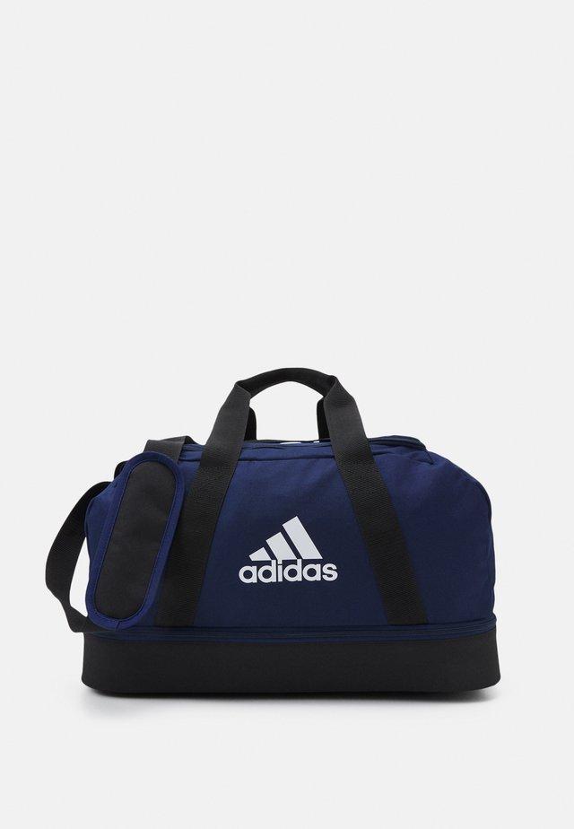 TIRO DU BC S - Sporttas - team navy blue/black/white