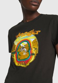 Wrangler - HIGH REGULAR TEE - Print T-shirt - washed black - 5