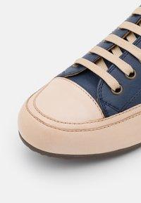 Candice Cooper - ROCK - Sneakers laag - tamponato navy/tamponato sabbia - 6