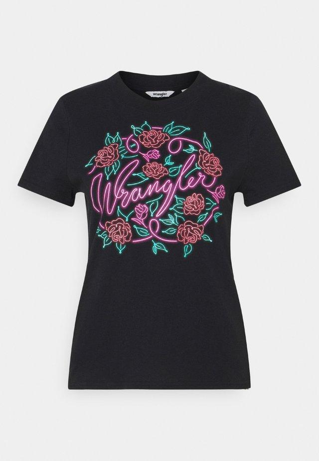 HIGH REGULAR TEE - T-shirt z nadrukiem - real black