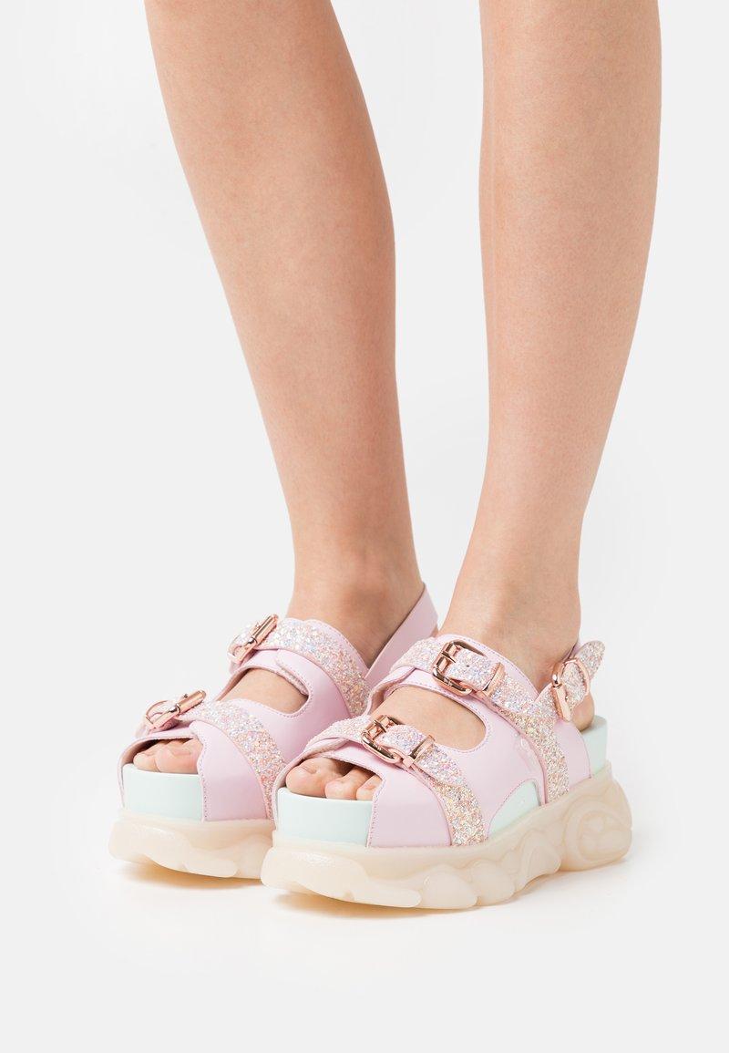 Buffalo - MARINA HOERMANSEDER X BUFFALO BUCKLETREATS CANDY VEGAN - Platform sandals - candy glitter
