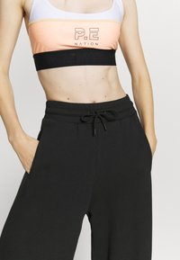 NU-IN - WIDE LEG SPLIT SEAM PANTS - Trainingsbroek - black - 5