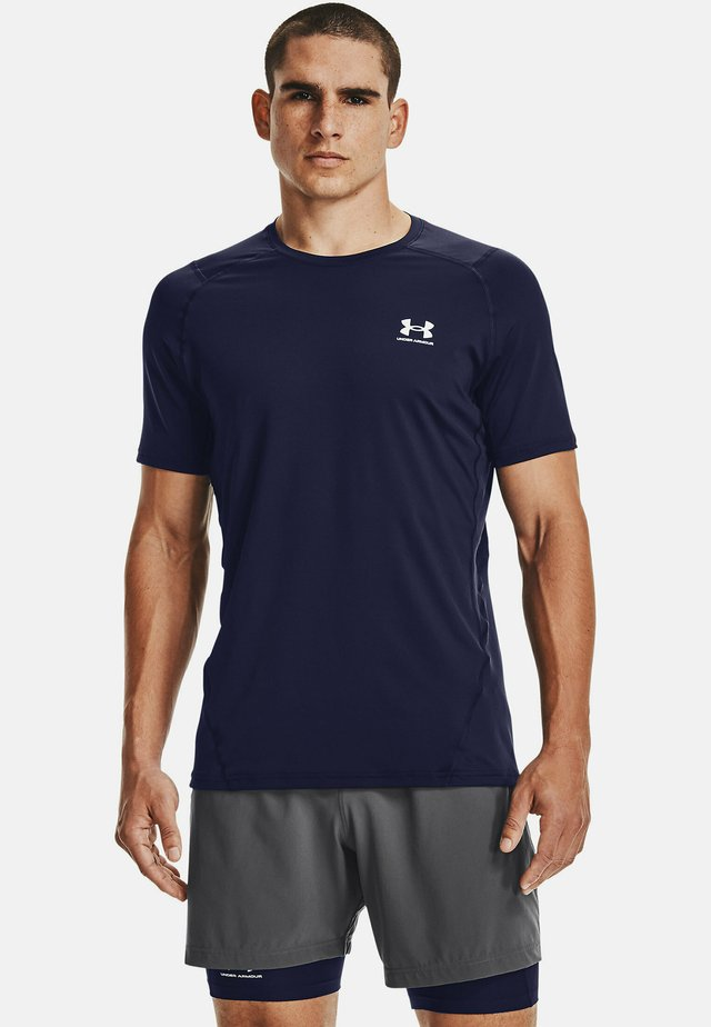 ARMOUR FITTED - T-shirt med print - midnight navy