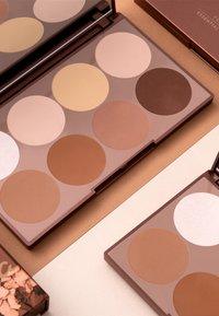 Luvia Cosmetics - PRIME CONTOUR PALETTE-ESSENTIAL CONTOURING SHADES VOL.1 - Face palette - - - 3
