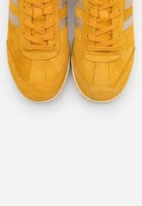 Gola - HARRIER MIRROR - Sneakersy niskie - sun/gold - 5