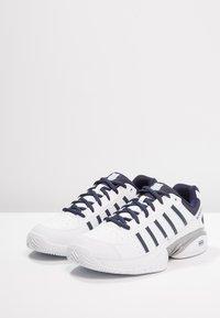 K-SWISS - RECEIVER IV - Multicourt tennis shoes - white/navy - 2