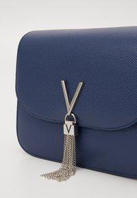 Valentino Bags - DIVINA  - Käsilaukku - blue - 3