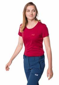 Jack Wolfskin - TECH T W - Sports shirt - scarlet - 0