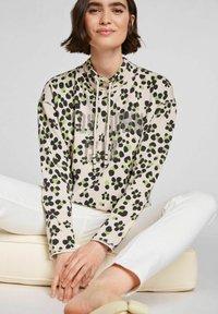 Oui - IM ANGESAGTEM PRINT - Sweatshirt - light grey green - 4