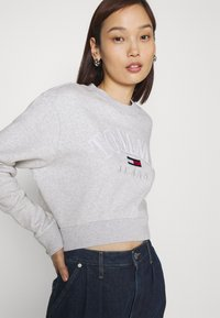 Tommy Jeans - CROP COLLEGE LOGO - Sweater - silver grey heater - 3