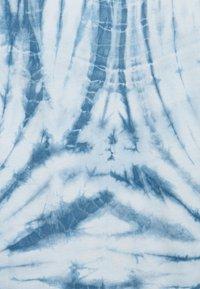 ONLY - ONLLEA TIE DYE - Print T-shirt - white/blue - 2