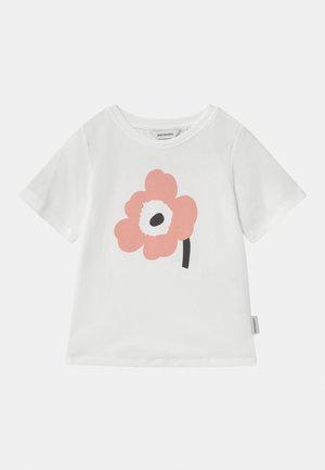SOIDA UNIKKO - Print T-shirt - white/rose/black