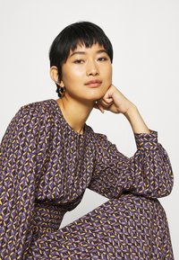 Closet - PUFF SLEEVE A-LINE DRESS - Day dress - purple - 5