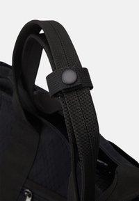 Carhartt WIP - SPEY TOTE UNISEX - Tote bag - black - 5