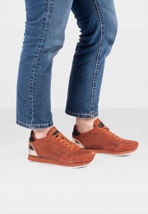 NORA III - Sneakers laag - dunkelrot
