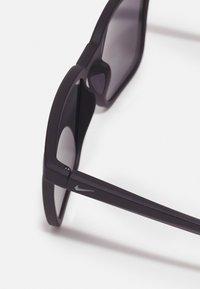 Nike Sportswear - CIRCUIT UNISEX - Sunglasses - matte black/dark grey - 3