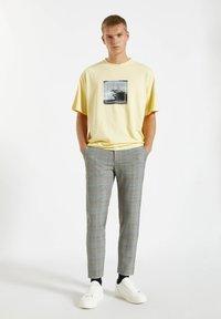 PULL&BEAR - Pantalon classique - mottled dark grey - 1