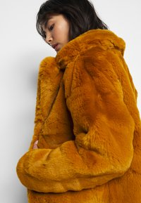 Missguided Petite - SHORT COLLAR COAT - Winter jacket - camel - 3