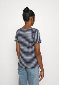Vila - VIANIKA - Print T-shirt - navy blazer/cloud dancer - 2