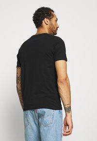 Jack & Jones - JJEORGANIC BASIC TEE O-NECK 5 PACK - T-shirts basic - black, white - 3