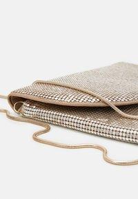 PARFOIS - CROSSBODY BAG MINI - Across body bag - gold - 3