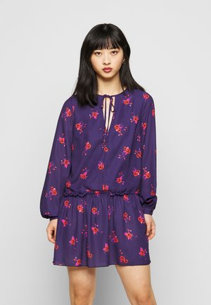 LONG SLEEVE SWING DRESS WITH KEYHOLE - Day dress - blue/red