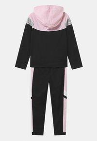 Nike Sportswear - POLY SET UNISEX - Tepláková souprava - black/pink foam/white - 1
