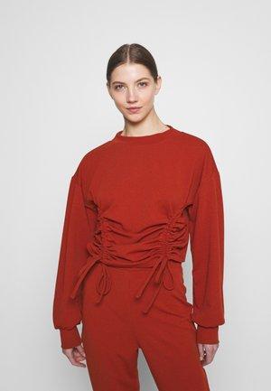 HIGH NECK DRAWSTRING - Sweatshirt - rust