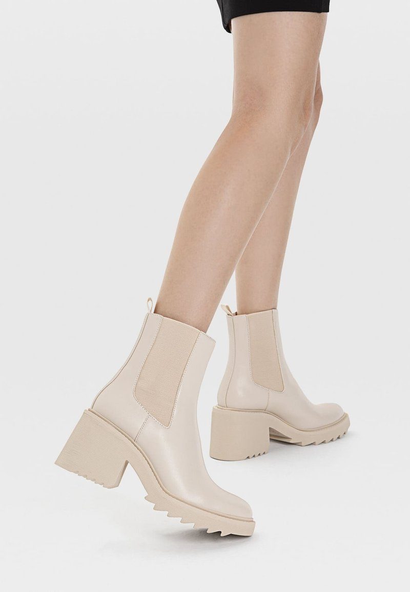 Stradivarius - Classic ankle boots - off-white
