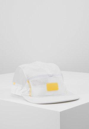 CAP ENGINEERED - Cap - pure platinum/white/laser orange