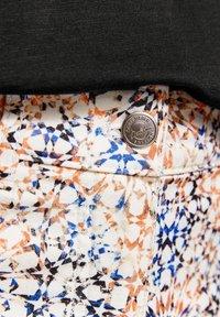 Gerry Weber - Slim fit jeans - rot/orange/blau druck - 3