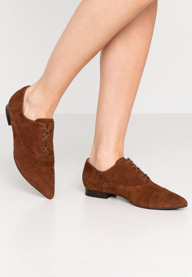TAMIRA - Šněrovací boty - cognac