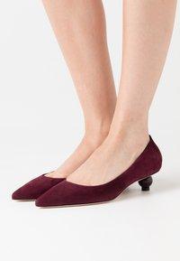 WEEKEND MaxMara - GISELLA - Classic heels - aubergine - 0