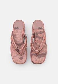Jeffrey Campbell - LUAU - Sandály s odděleným palcem - pink/rose - 5