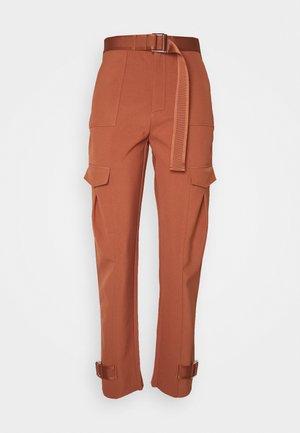 SKUNK TROUSER  - Cargo trousers - terracotta