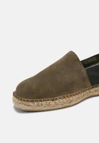 Selected Homme - SLHAJO NEW MIX - Espadrilky - grape leaf - 4