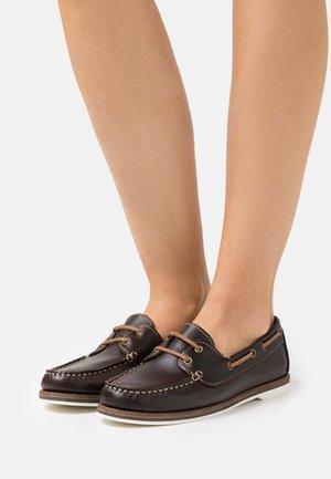 Boat shoes - chestnut