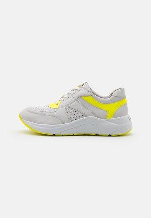 Tenisky - white/neon
