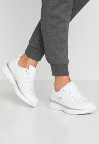 Skechers - SYNERGY 3.0 - Sneakers laag - white/silver - 0