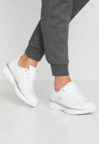 Skechers - SYNERGY 3.0 - Zapatillas - white/silver - 0