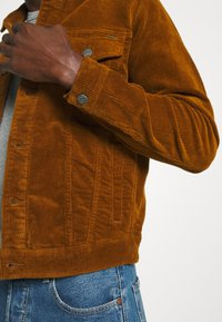 Only & Sons - ONSCOIN LIFE JACKET - Jeansjacka - monks robe - 5