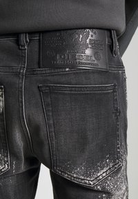 Diesel - D-AMNY-Y-SP4 - Slim fit jeans - washed black - 4