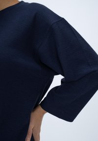 CLOSED - LONG SLEEVED STRUCTURED JERSEY  - Blouse - blue - 3